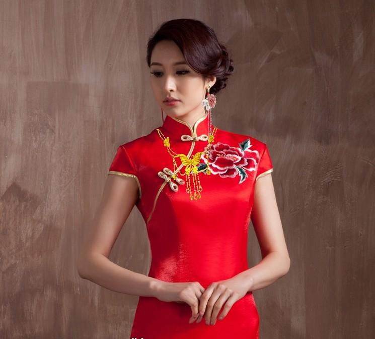 品美女穿红旗袍的新娘