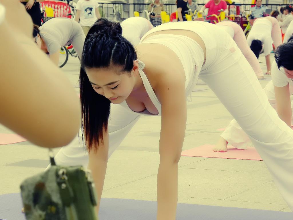 瑜伽美女 9张