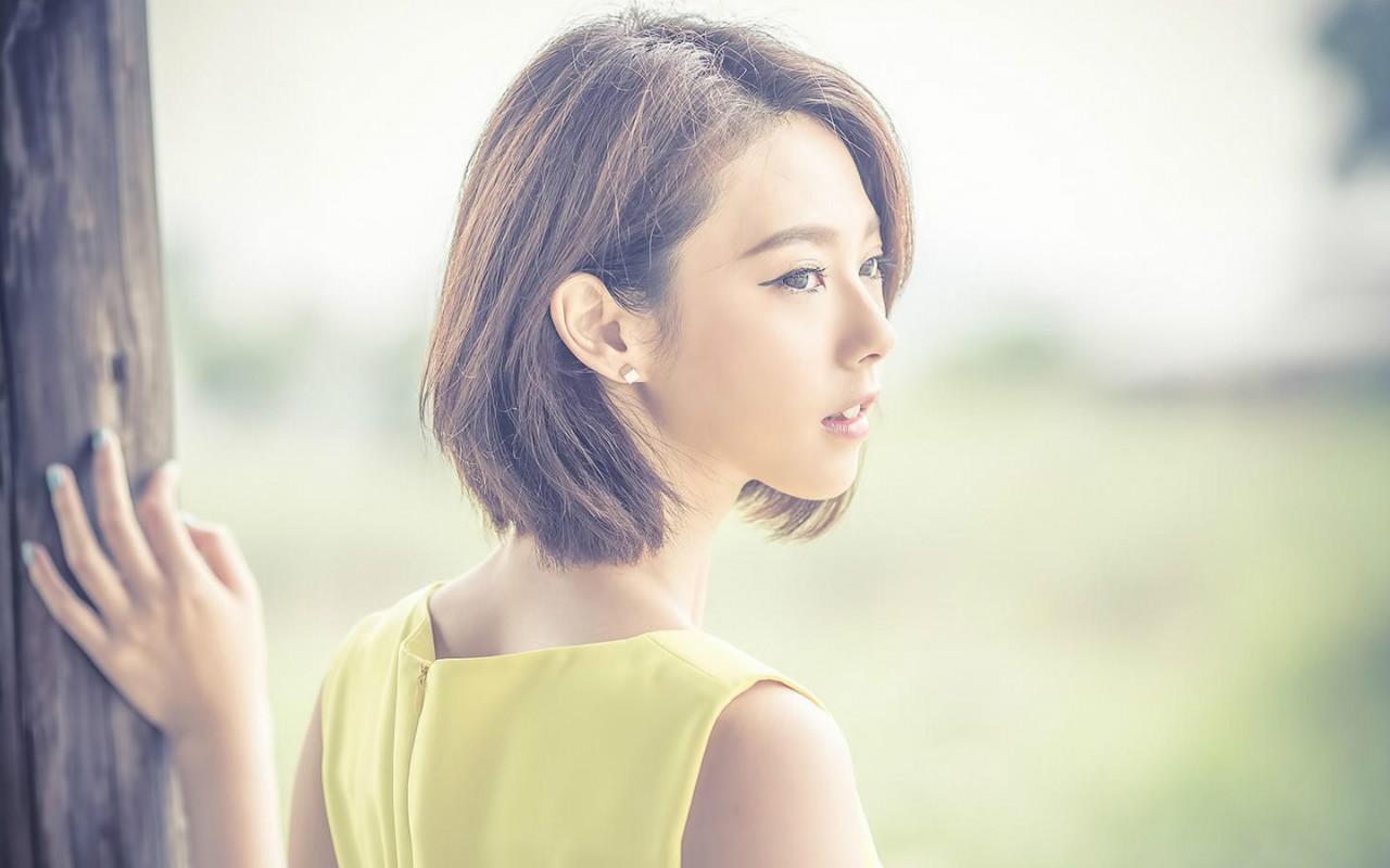 韩国美女短发时尚清纯美女红唇诱惑写真电脑桌面壁纸