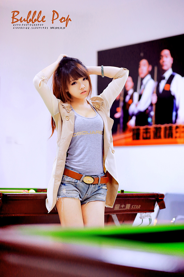 性感狂野小美女台球桌上性感美胸极限诱惑写真