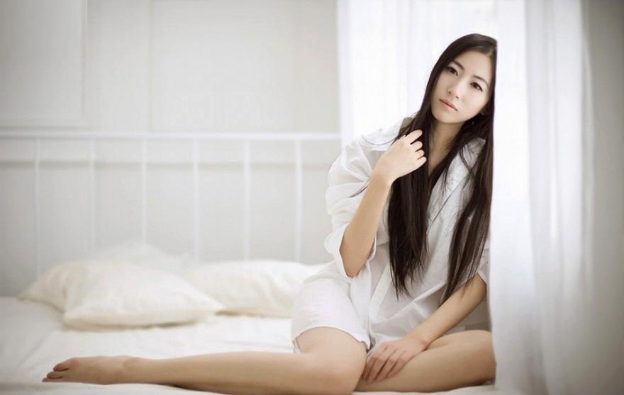 白色衬衣女郎的清凉风韵