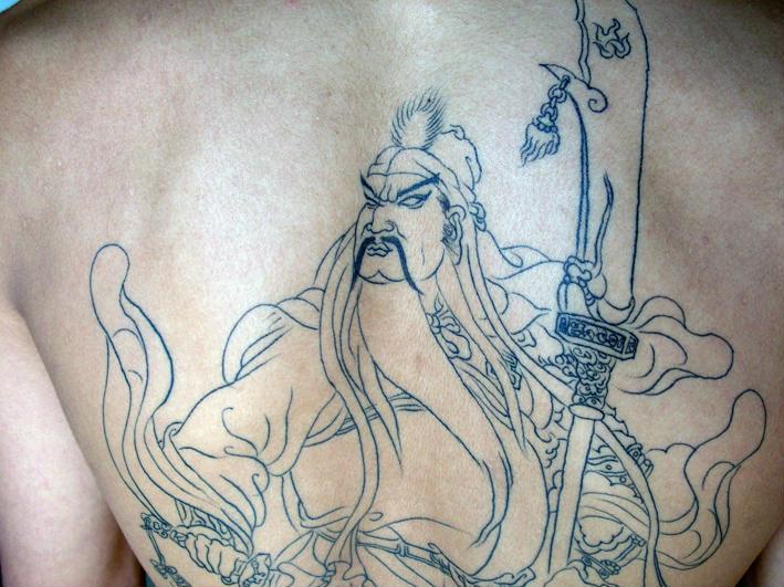 纹身图案大全:背部关公龙纹身图图片
