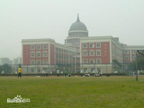 拥有欧式风格的行政大楼,教学楼,实训大楼,图书馆,艺术楼,体育馆,学生