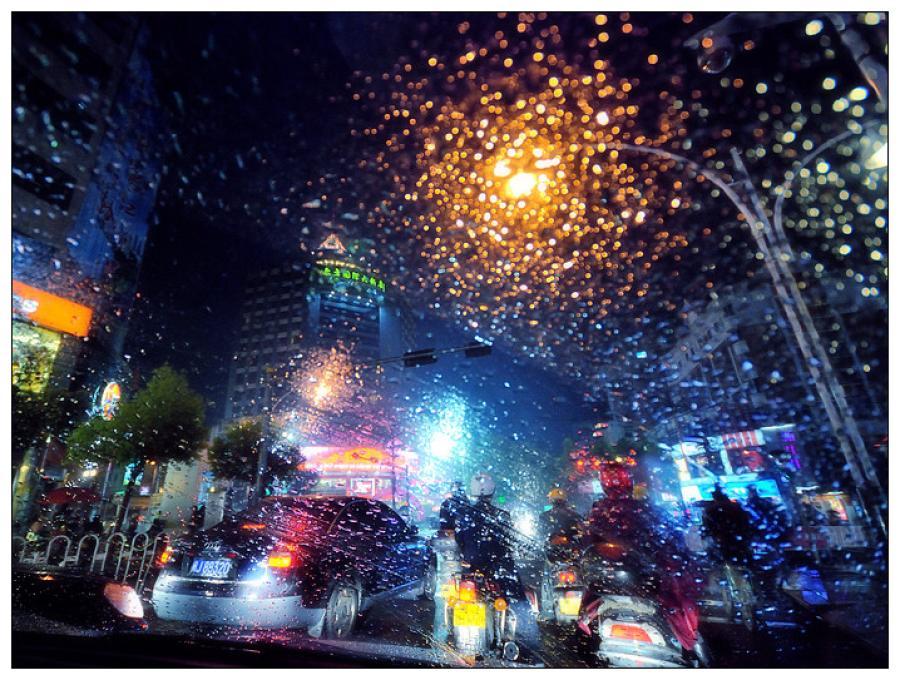 《那个雨天那个路口》是一首流行而又伤感的歌曲.图片