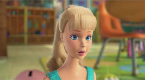 芭比娃娃和男朋友肯也出现在了2010年的迪士尼娃娃《水果总动员3》里.卡通我把芭比娃娃动画苹果玩具吗图片