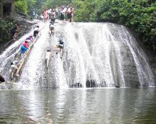 桂林古东瀑布。