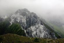 嘎隆拉隧道北口的冰山