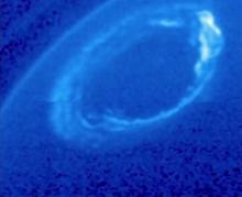 土星也有绚丽北极光