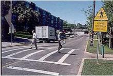 凸起的人行横道