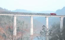 湖北铁路  穿越大山的生命线