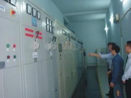 循环管,淋浴器,冷水箱,疏水器,自动温度调节器,减压阀,伸缩器及自然图片