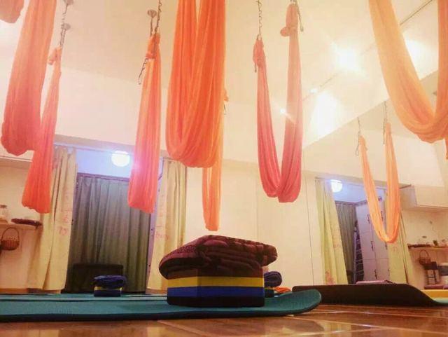 安娜空中瑜伽教室