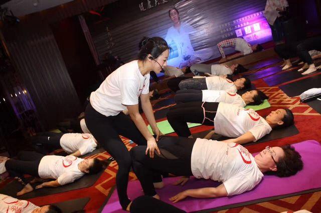 萱萱瑜伽教练培训学校