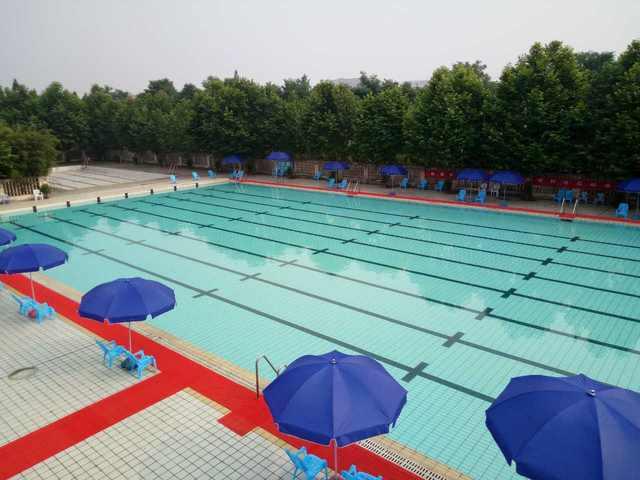成都工业学院游泳馆