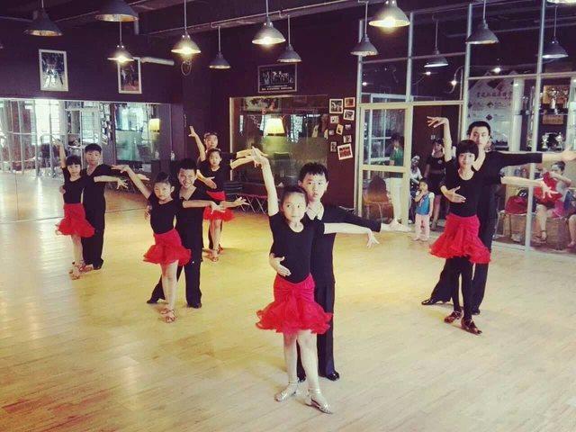 星光灿烂舞蹈中心