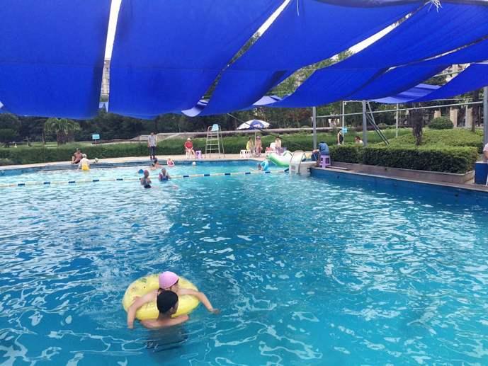 红梅西村游泳馆