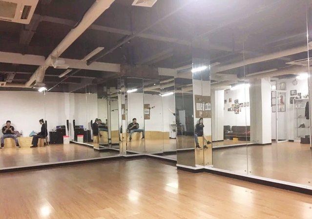 林峰国际标准拉丁舞体育舞蹈培训中心(万菱汇店)
