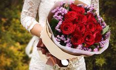 栀子花坊11朵玫瑰花束