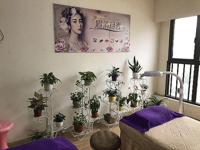 眉清目秀美妆工作室