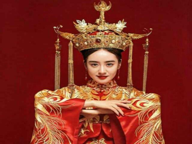 女皇婚纱礼服会所(小寨店)