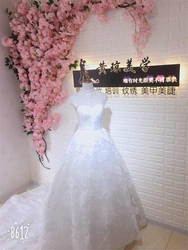 黄琼美学婚纱礼服公馆