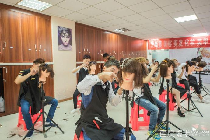 化妆美发美容培训学校