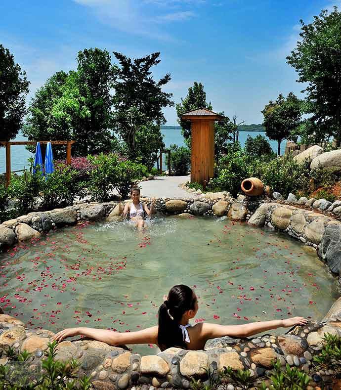 嘉鱼山湖温泉