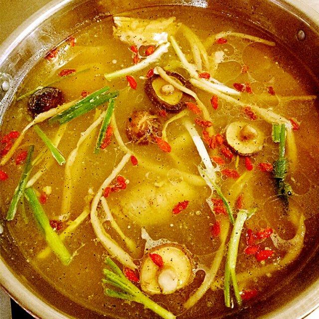 冯记鱿鱼炖土鸡(老锅麻辣烫店)