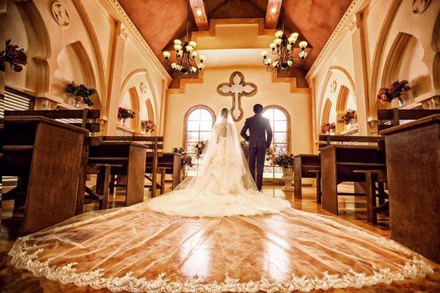 八月巴黎婚纱摄影(顺义店)