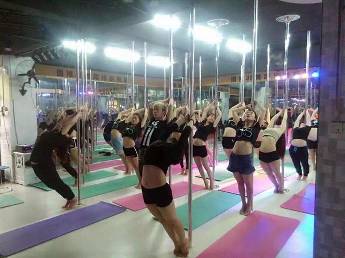 国际JS舞蹈连锁培训机构(桂林校区店)