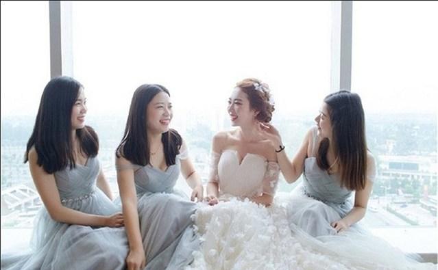 布蕾丝婚纱