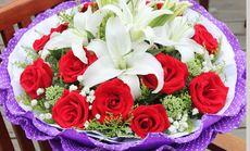 11支红玫瑰加2百合花束