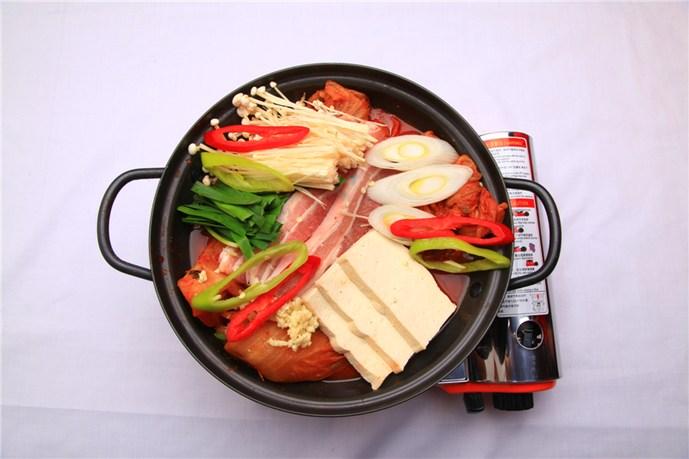 有一个韩国的大叔来中国品尝照片,请问一下是美食节目怎么拍美食图片