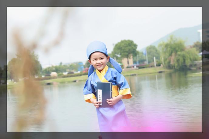 儿童外景古装摄影图片