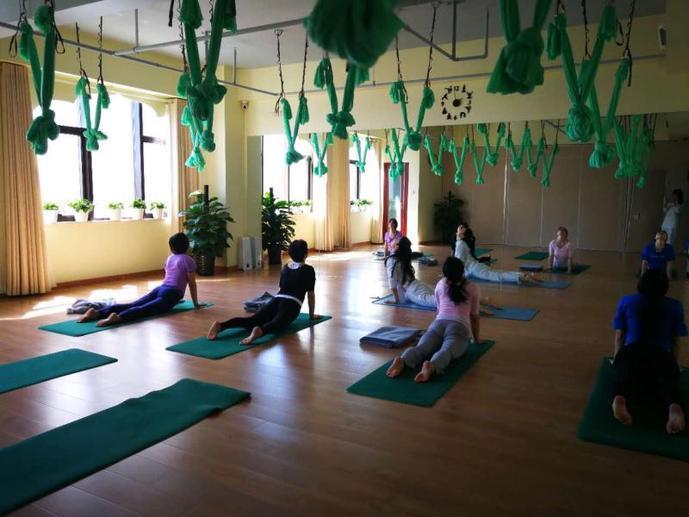 艾尚心瑜专业瑜伽培训中心(人才大厦店)