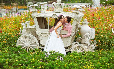 时尚芭莎户外主题婚纱摄影
