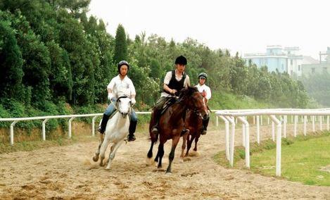 克拉嗨谷跑马场