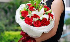 绿韵花艺11支玫瑰花和百合