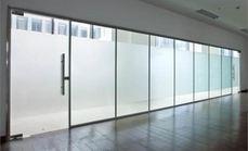 九鑫玻璃隔断安装