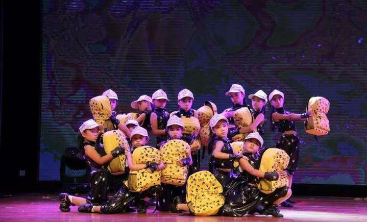 七色花舞蹈学校