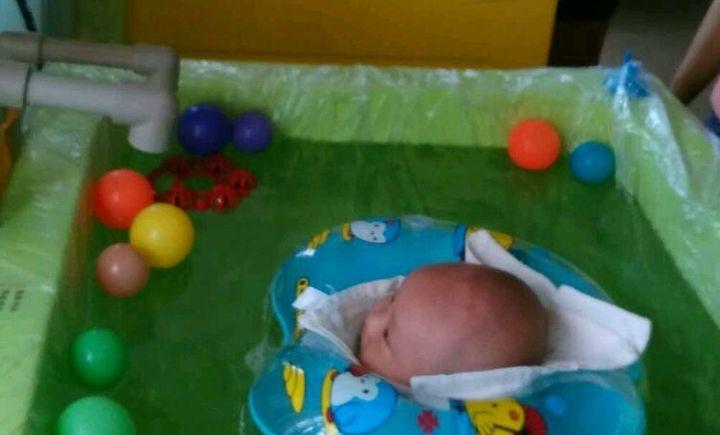 双宝婴儿游泳馆