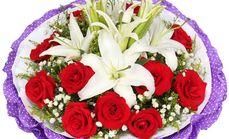 11朵红玫瑰加2支百合花束