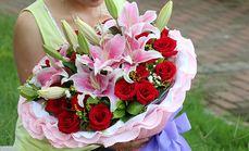 绿韵花艺19支玫瑰加百合