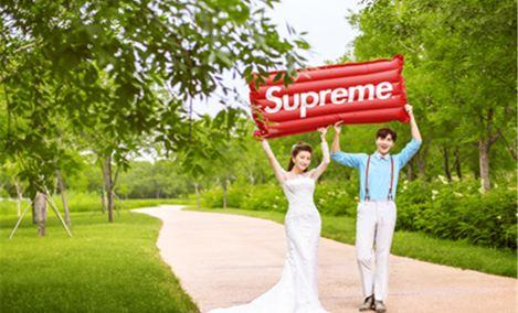 八月风尚婚纱摄影