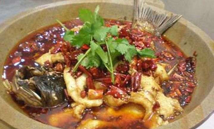 蒸汽石锅鱼云南特色菜
