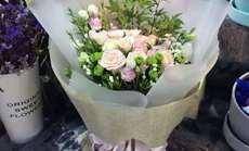 万卉源纯爱19朵玫瑰搭配