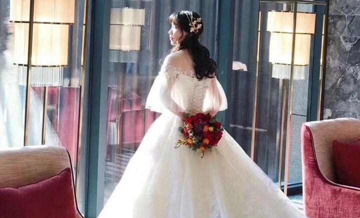 洛维思婚纱礼服馆