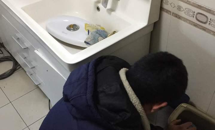 家政无忧疏通洗手盆管道