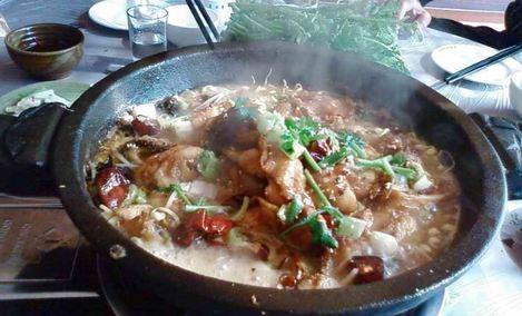 丰收石锅鱼