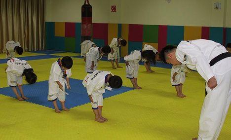弘艺健身俱乐部